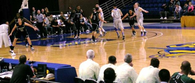 Game action between the San Jose State Spartans and Hawaii Rainbow Warriors.